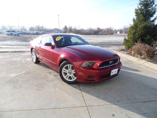 Certified Pre-Owned 2014 Ford Mustang V6 PREMIUM